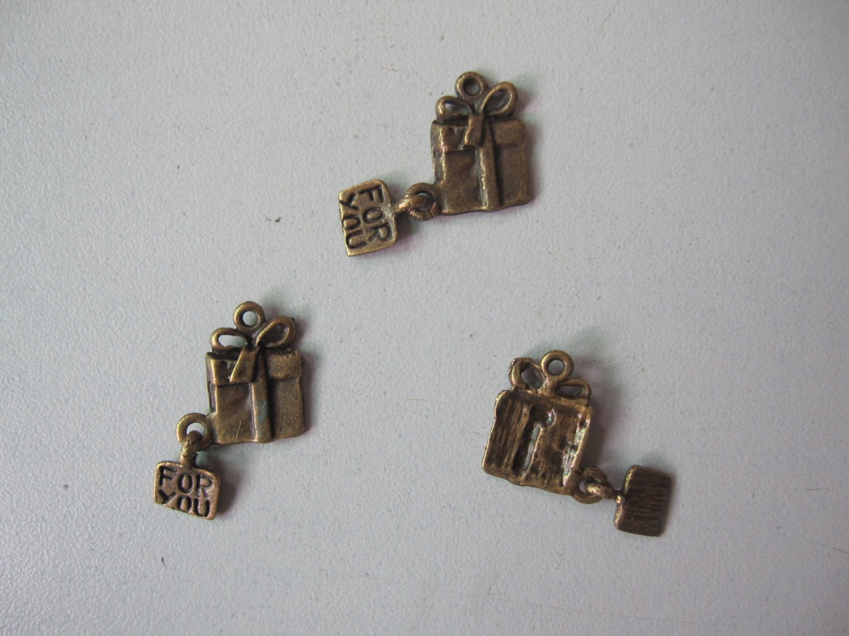 300pcs Gift Box Dollhouse miniature toy/jewelry bracelet metal alloy charm BEAD 15mm x 10mm