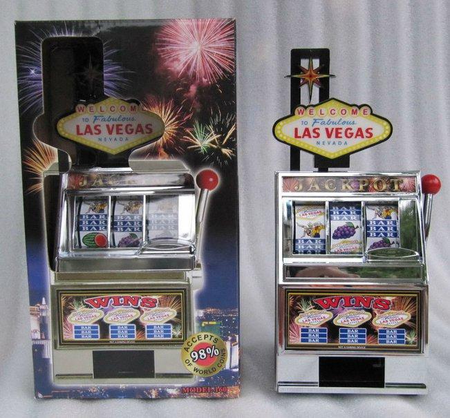 Las Vegas Jackpot Slot Machine Mechanical Bank Metal and Plastic Working