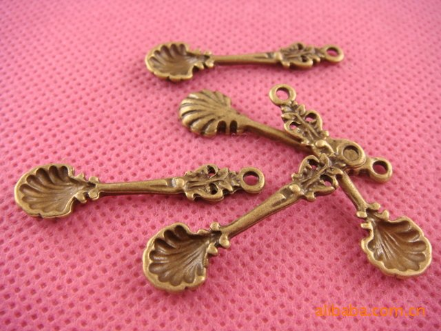 Lot of 200pcs spoon charm dollhouse miniature toy/jewelry bracelet  metal alloy Charm CM1076