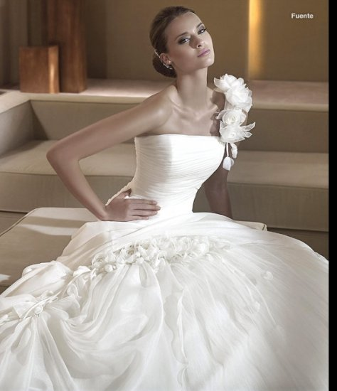 Free Shipping/2011 New arrival/A-line/One-Shoulder/Satin&Organza/Chapel train/Wedding Dress/GG004