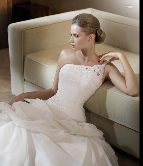 Free Shipping/2011 New arrival/A-line/One-shoulder/Satin&Organza/Chapel train/Wedding Dress/GG008