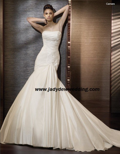 Free Shipping/2011 New arrival/A-line/Strapless/Taffeta/Chapel train/Wedding Dress/A1180