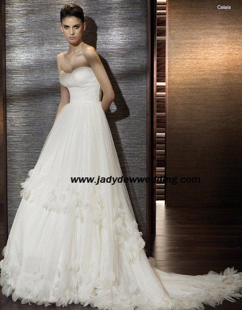 Empire waist Petals skirt Chapel train Strapless Wedding Gown A1169