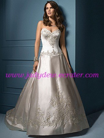 Noble/Strapless/Sweetheart Neckline/Satin/with Embroidery/A-Line/Princess/wedding dress/AA061