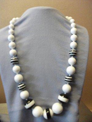 Black & White Bead Necklace Set
