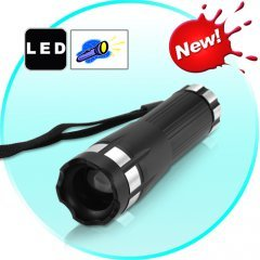 FlashMax F11 - CREE LED Flashlight with Adjustable Beam Size