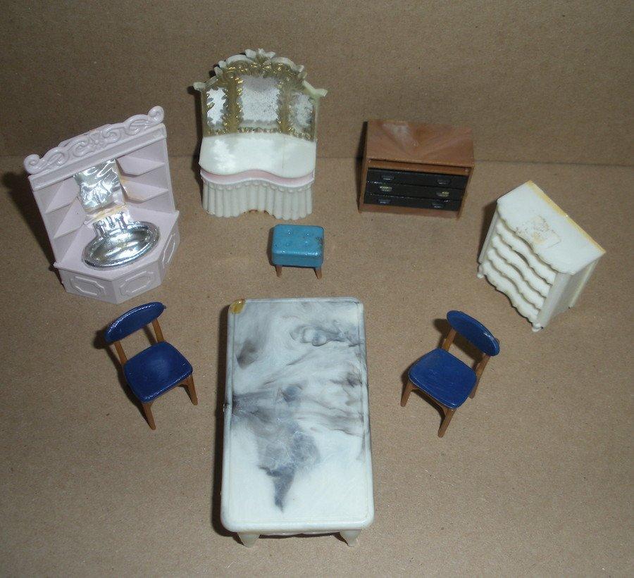 Dollhouse Furniture by Blue Box
