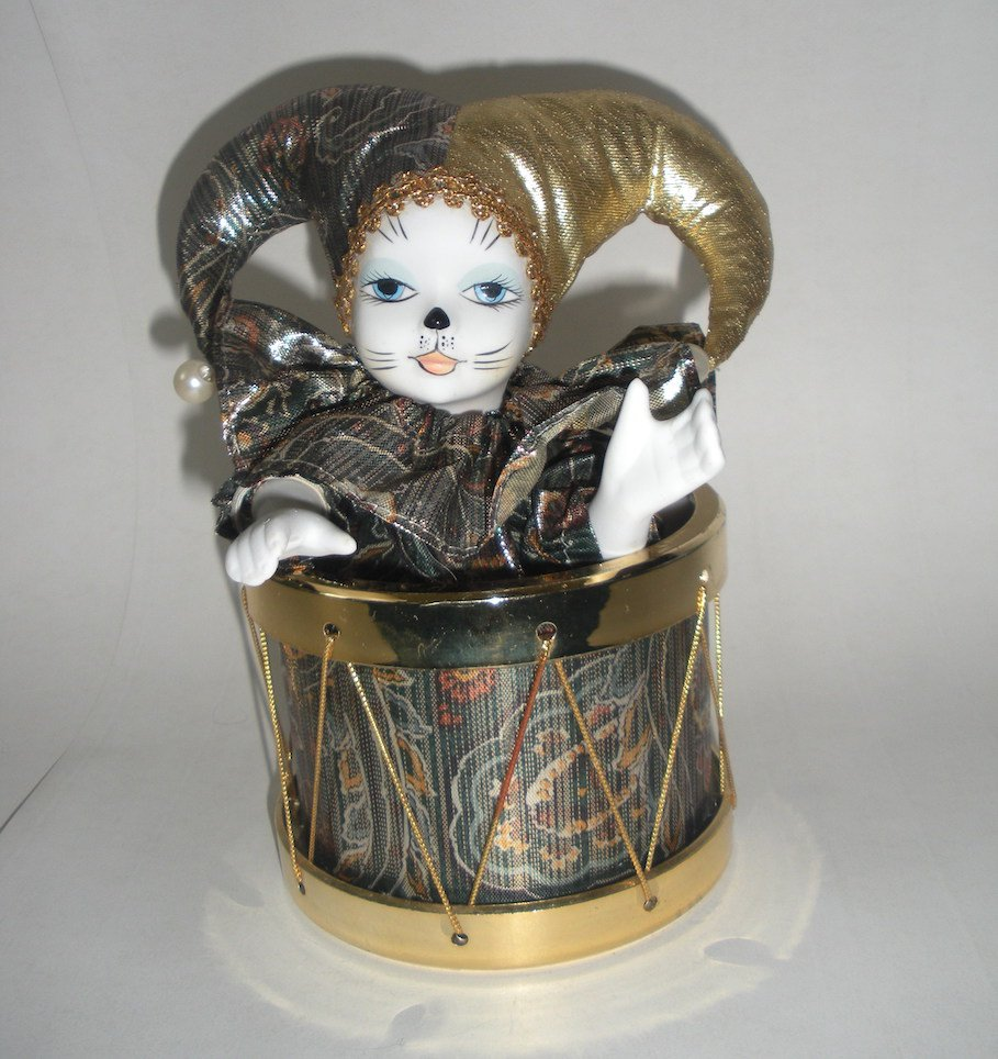 Harlequin Pierrot Porcelain Cat Jester Figure Music Box