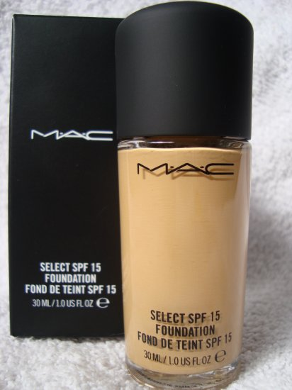MAC Select SPF 15 Foundation (Liquid) NC15