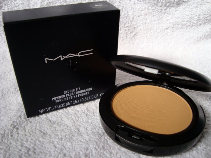 MAC STUDIO FIX + POWDER FOUNDATION NC43