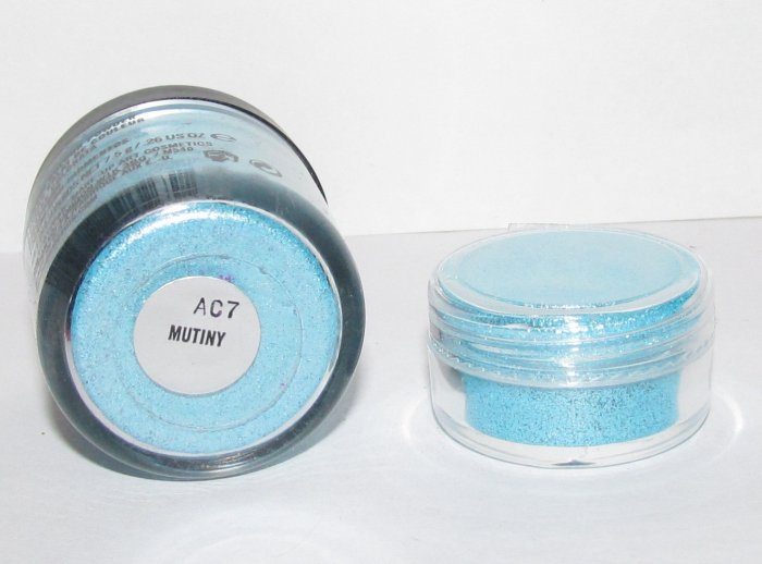 MAC - Mutiny 1/4 tsp Pigment Sample