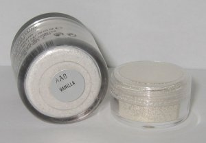 MAC - Vanilla 1/4 tsp Pigment Sample
