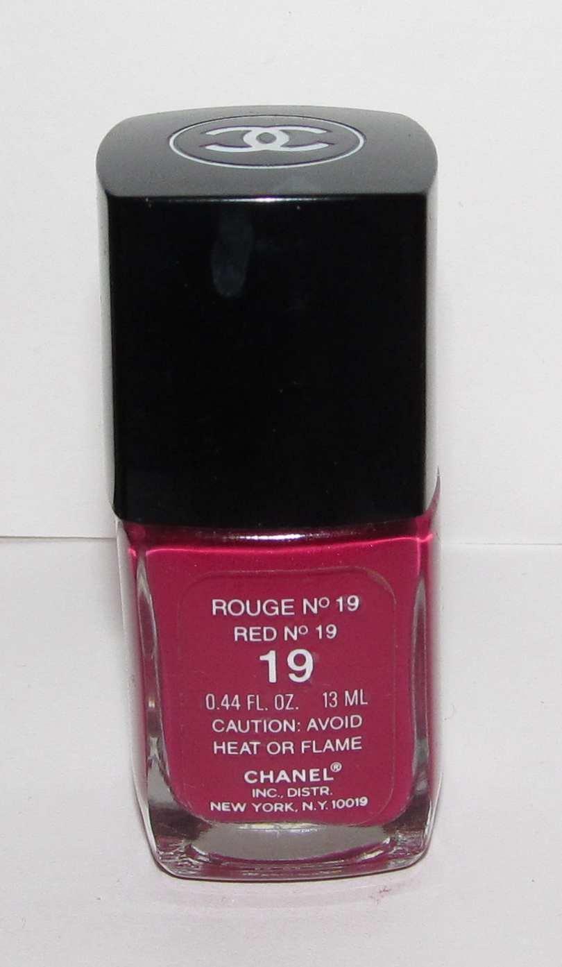 CHANEL Nail Polish - Rouge No 19 (red No 19)  VHTF - RARE