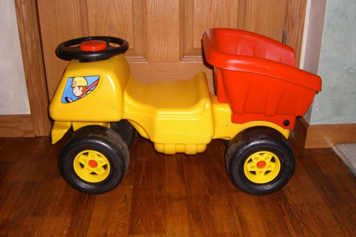Rare Little Tikes Ride On Construction Dump Truck Ship