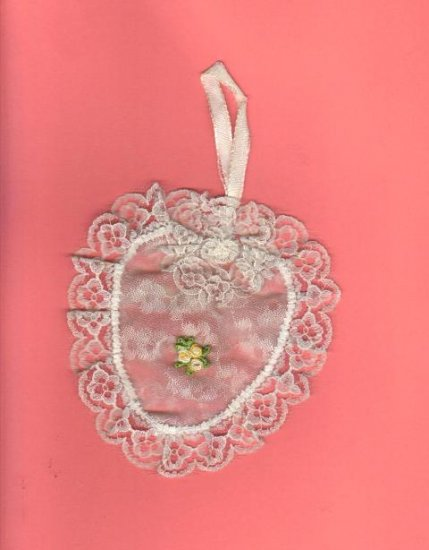 Vintage lace sachet heart, very good condition