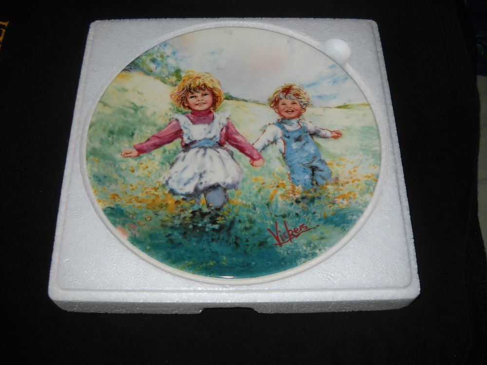 """WEDGWOOD/ VICKERS collector plate """"PLAYTIME"""""""