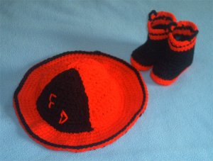 RED FIREMAN FIREFIGHTER HAT & BOOTIES SET BABY TODDLER
