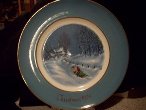 1976 Avon Christmas Plate Third Edition