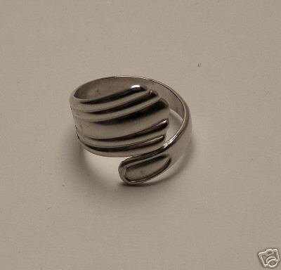 VINTAGE SILVER PLATED ADJUSTABLE SPOON HANDLE RING