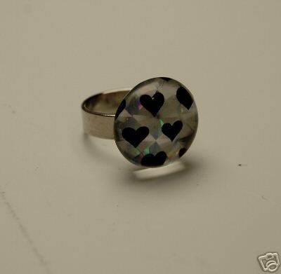 MAGNIFIED GLASS BLACK HEART SILVERTONE ADJUSTABLE RING