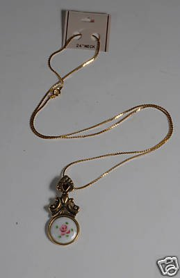 VINTAGE ROSE RED GEL NECKLACE JEWELRY GOLD TONE