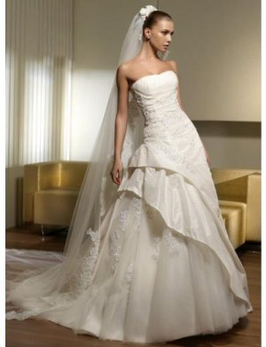 A-Line/Princess Strapless Chapel Train Organza wedding dress for brides 2010 Style(WDS0216)