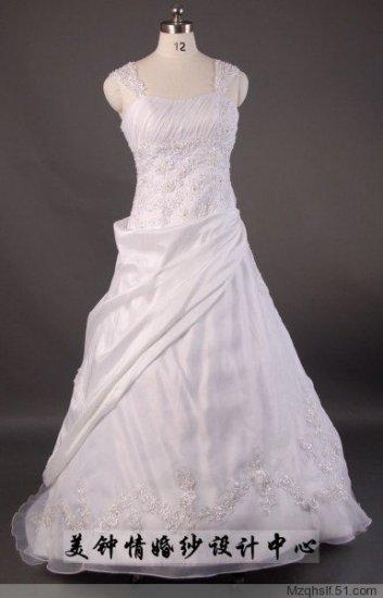 A-Line/Princess Strapless Chapel Train Satin wedding dress (LF0051)