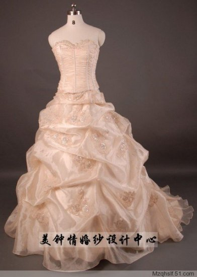 A-Line/Princess Sleeveless Sweetheart Chapel Train Satin wedding dress (LF0072)