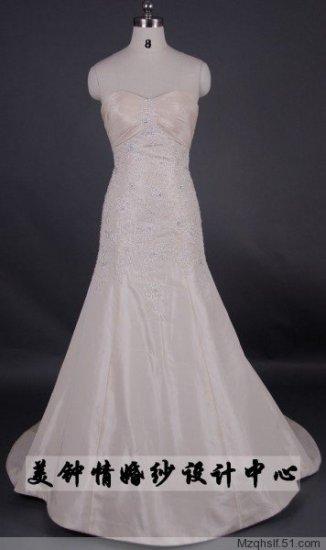 A-Line/Princess Strapless Sweetheart Chapel Train Satin wedding dress (LF0078)
