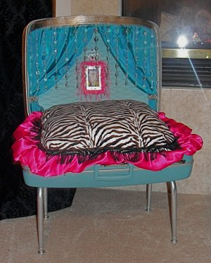 Cyndi Lauper La-Z Lounging Luggage , ***FREE SHIPPING!***  Pet Bed, Dog / Cat Bed