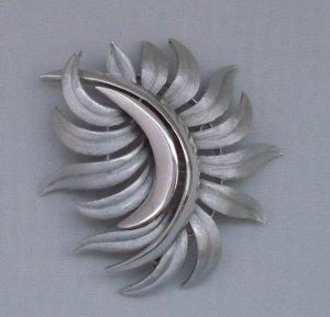 BROOCH (PIN): Trifari Vintage Women's Silver Retro Leaf