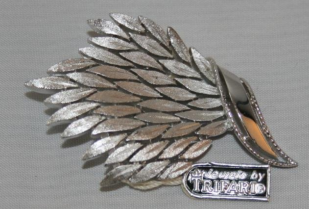 BROOCH (PIN): Trifari Vintage Women's Silver Multiple Leaves