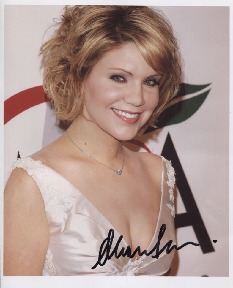 """Alison Krauss SIGNED 8"""" x 10"""" Photo + Certificate Of Authentication  100% Genuine"""