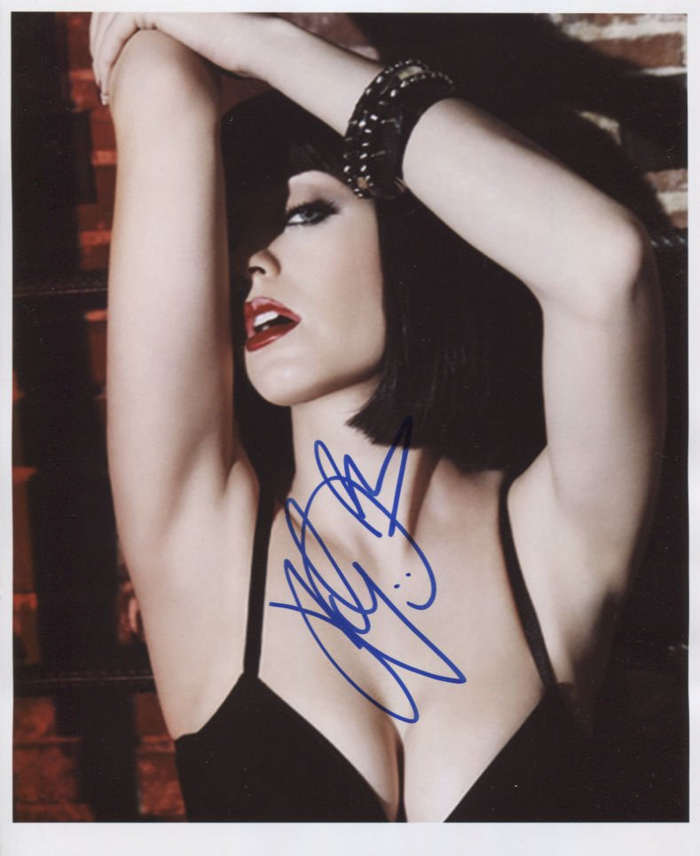 Katy Perry SIGNED 8 x 10 Photo + Certificate Of Authentication  100% Genuine