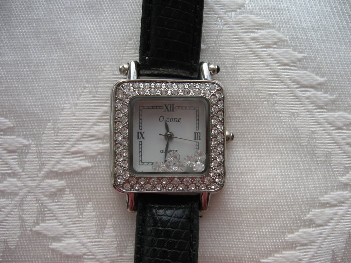 DESIGNER INSPIRED SQUARE �FLOATING DIAMOND� BLACK FASHION WATCH
