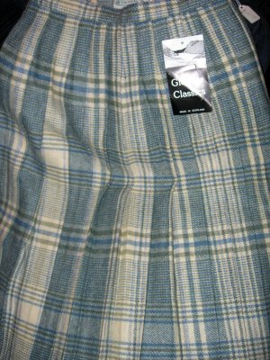 Size 8 *New* Knife Pleated Plaid skirt - Made in Scotland