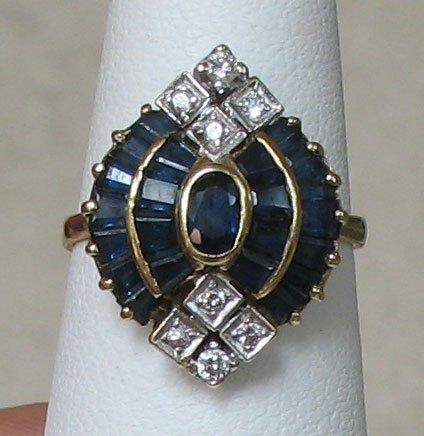 Beautiful Estate 18K Gold Sapphire Ring
