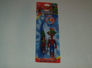 MARVEL HEROES TRAVEL KIT W/TOOTHBRUSH,CAP AND TOOTHBRUSH BUDDY
