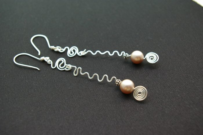 Handmade Free Form Wire Earring (Pearl Drop)