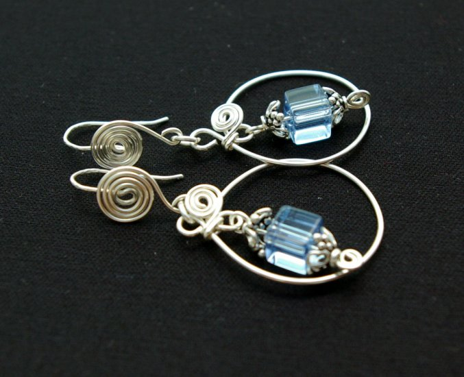 Handemade Glass bead with Bali Beads Wire Earrings (Blue Clue)