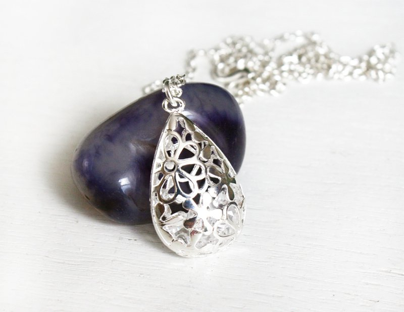 Hollow Teardrop Shape Flower Necklace (On Sale)