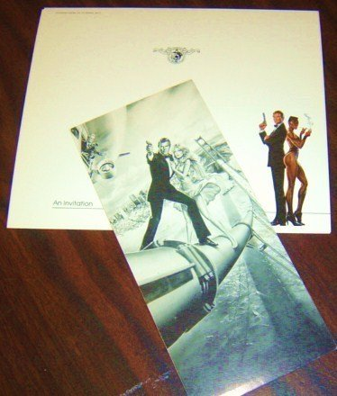 JAMES BOND  Roger Moore  TANYA ROBERTS  Film INVITATION