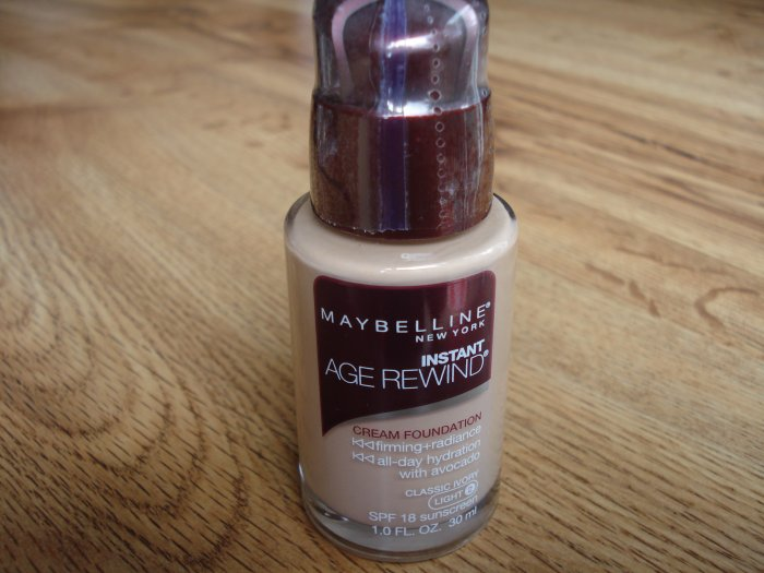 Maybelline Instant Age Rewind Cream Foundation - Classic Ivory