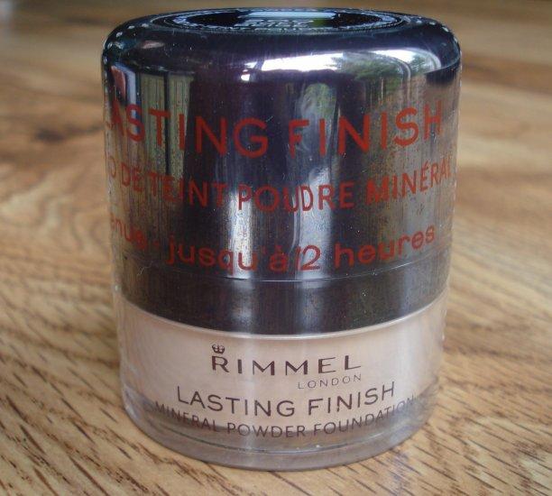 RIMMEL Lasting Finish Mineral Powder Foundation-Soft Beige