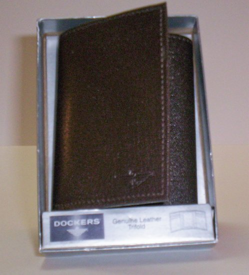 Dockers Leather Tri-Fold Wallet in Brown