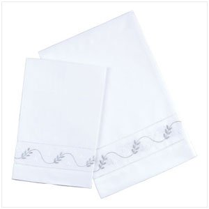 EMBROIDERED WHITE GUEST TOWELS