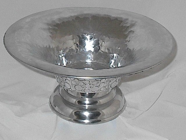 Lovely Wide Rimmed Decorative Silver Bowl Circle Pattern