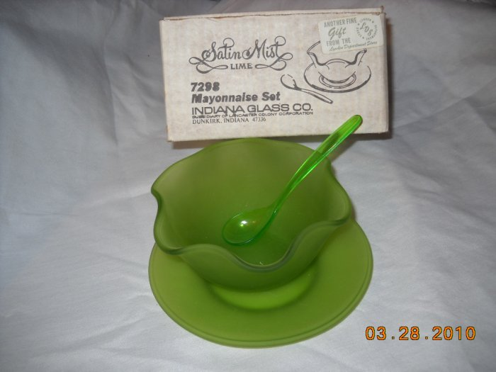 Lime Satin Glass Mayonnaise Set from Indiana Glass