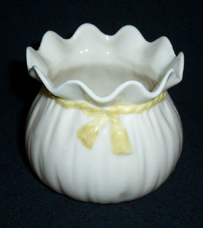 Irish Belleek Parian China Crinkle Pot / Green Mark