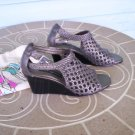 """Brighton """"Realm"""" Brass Woven Leather Sandals Size 6M Wedge Heels Excellent Like New Condition!"""